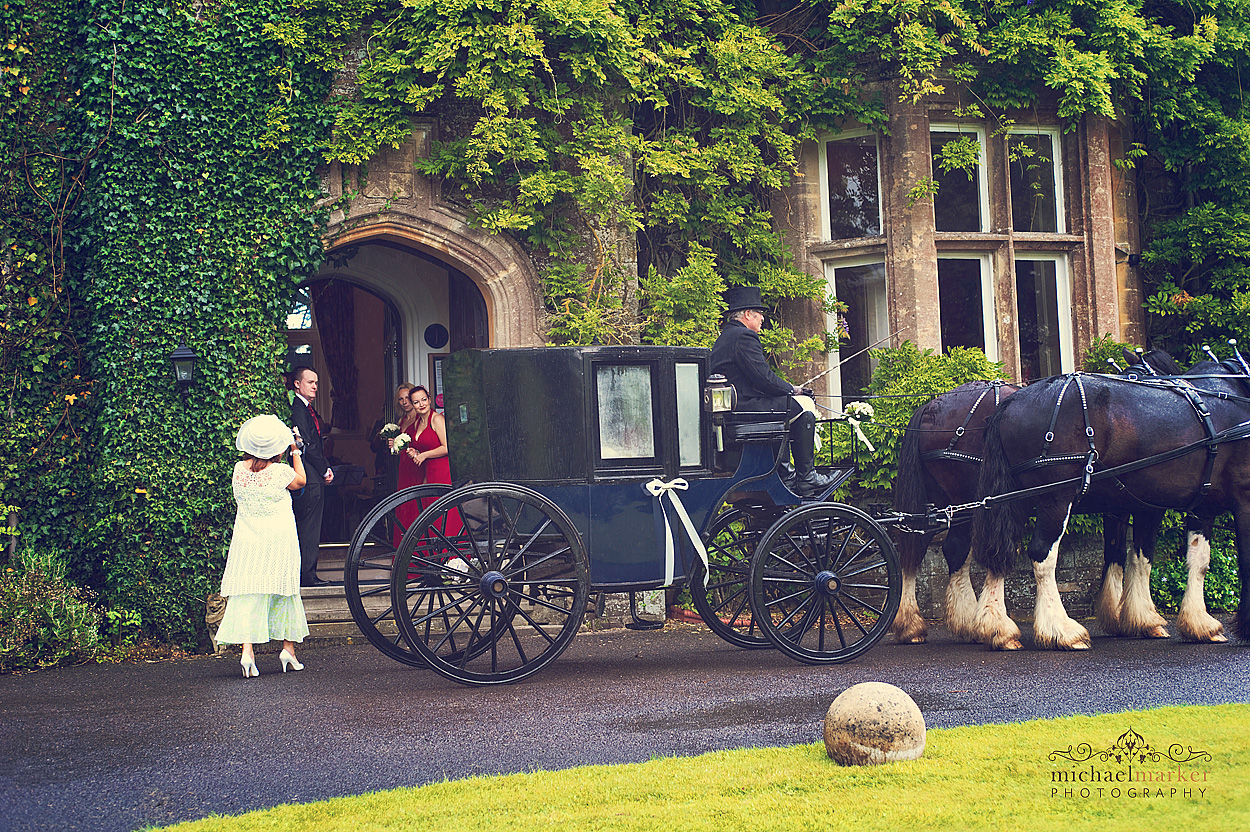 Bride-arriving-by-carriage-at-Northcotte