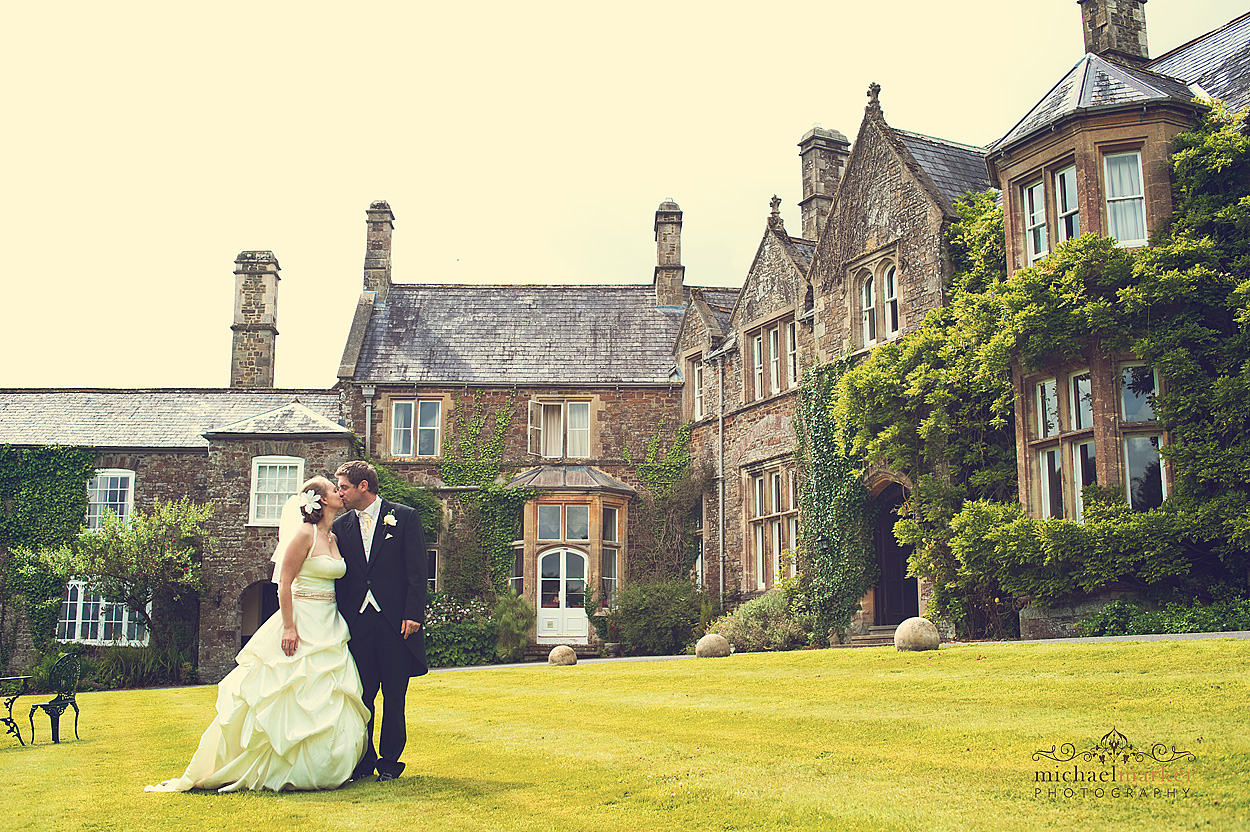 Nortcotte-Devon-wedding-portrait-kiss