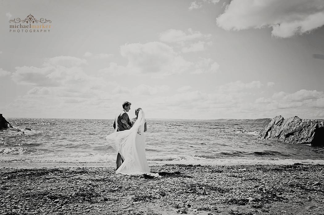 Cornish-beach-wedding-in-black-and-white