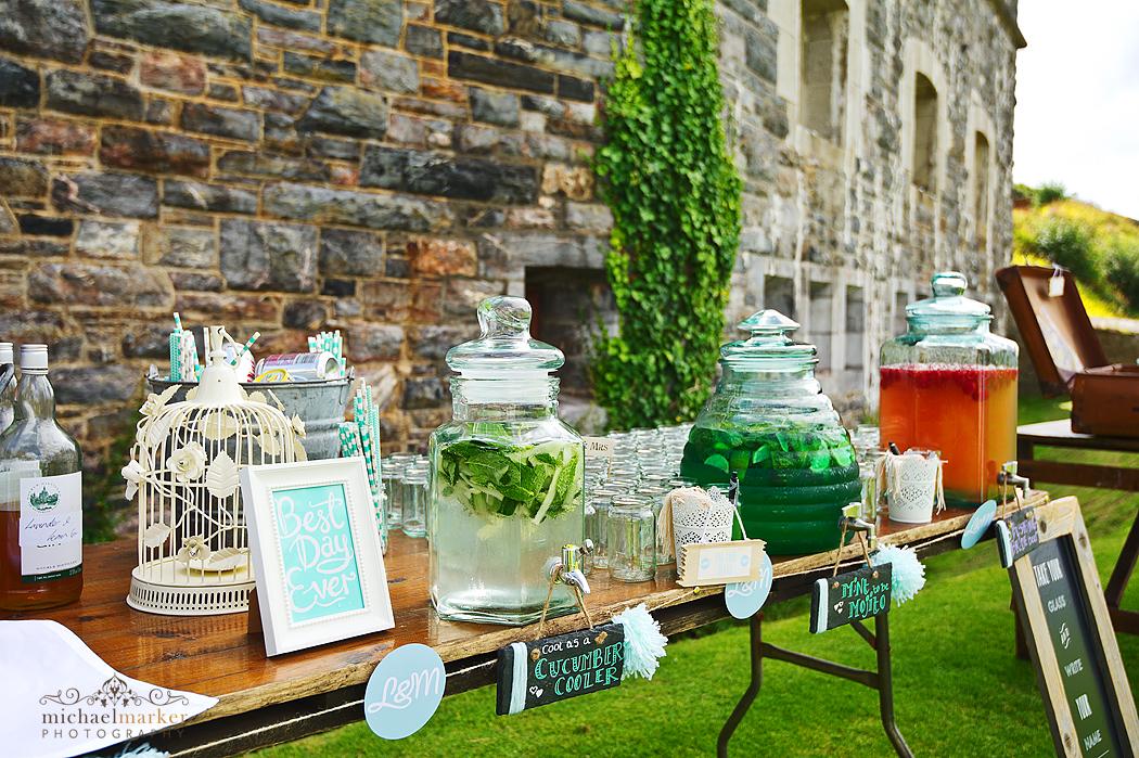 Summer-wedding-cocktails-station