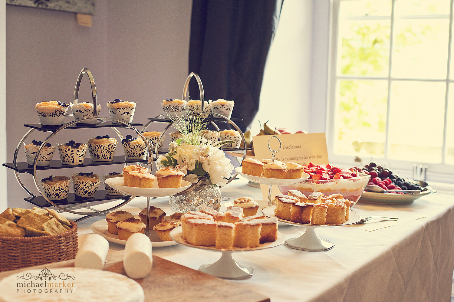Dartmoor-wedding-cake-table