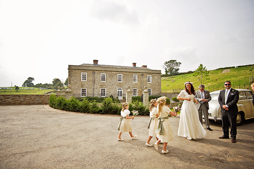 Wedding-car-and-bride-in-front-of-Shilstone-House