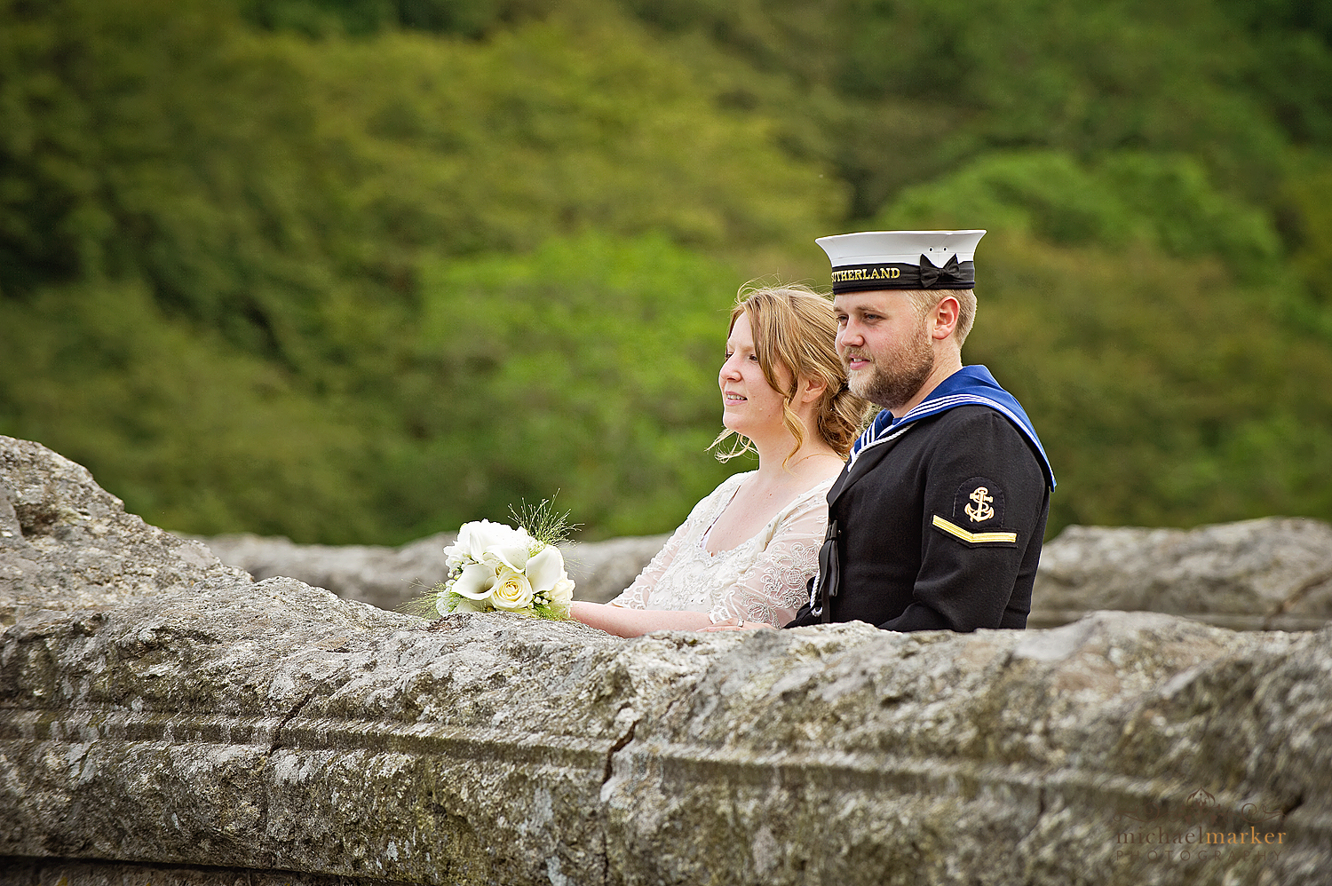 Wedding-couple-at-Burrator-reservoir-Devon