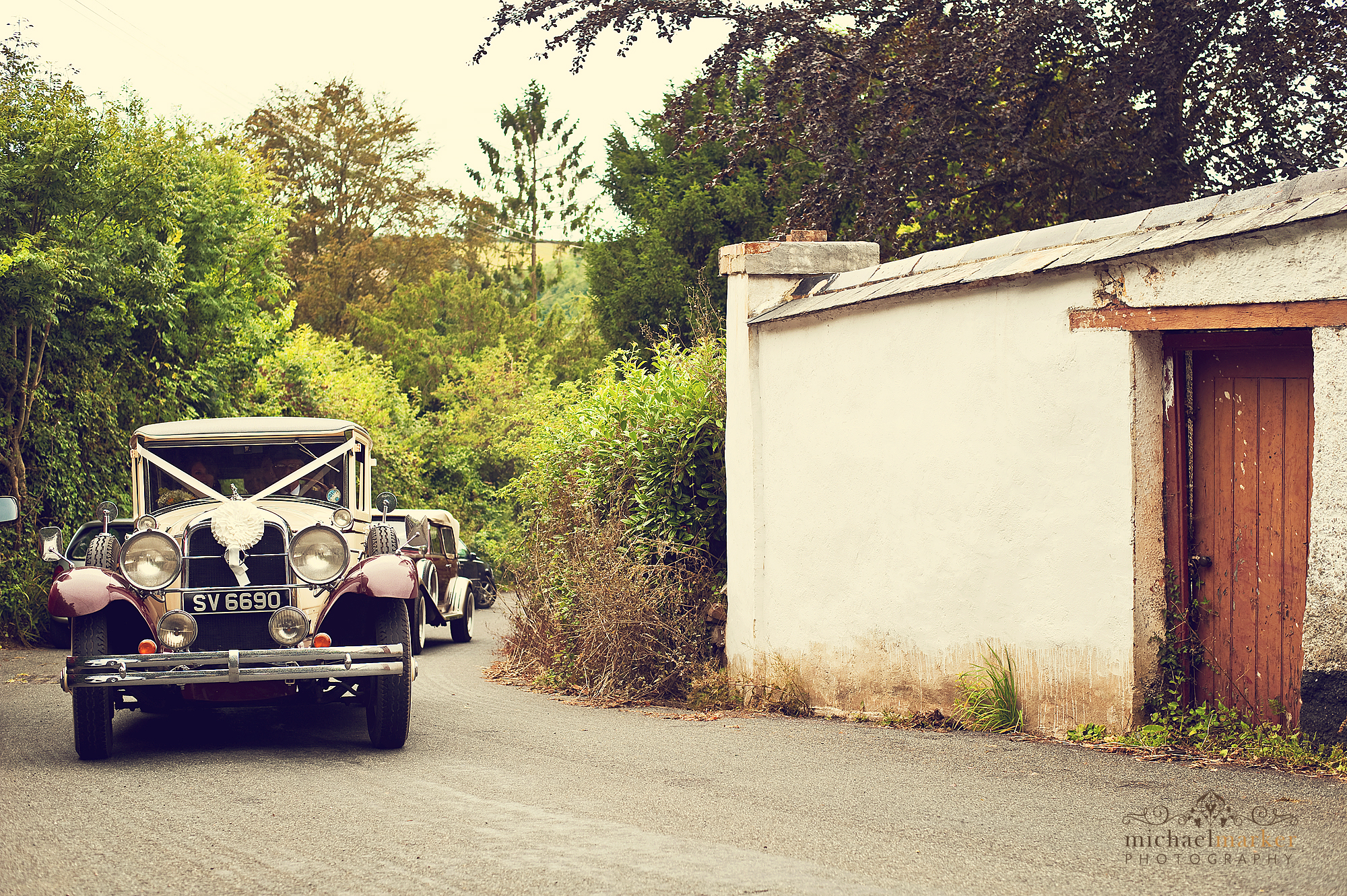 Brides-car-arriving-in-Devon