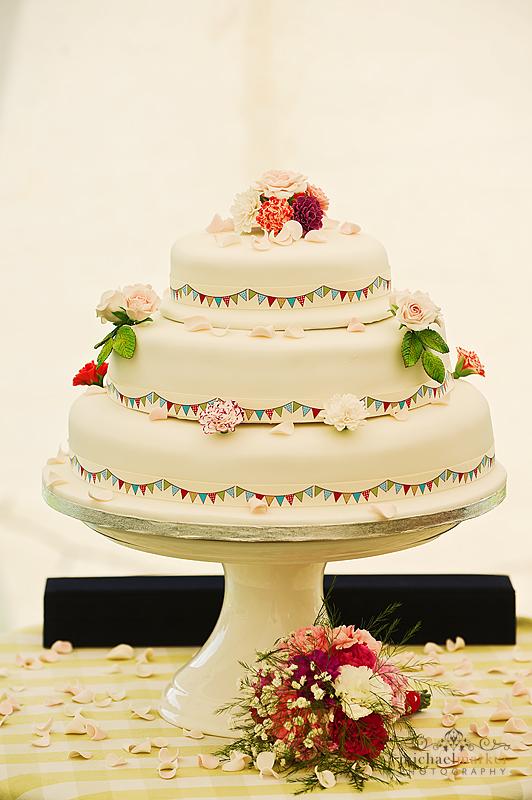 Devon-festival-weddign-cake