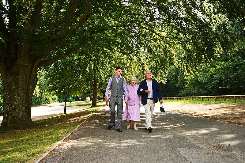 Older-weddign-guests-arriving