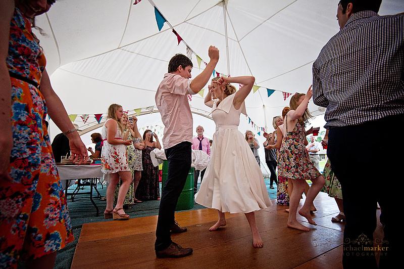 Totnes-bride-and-groom-dance