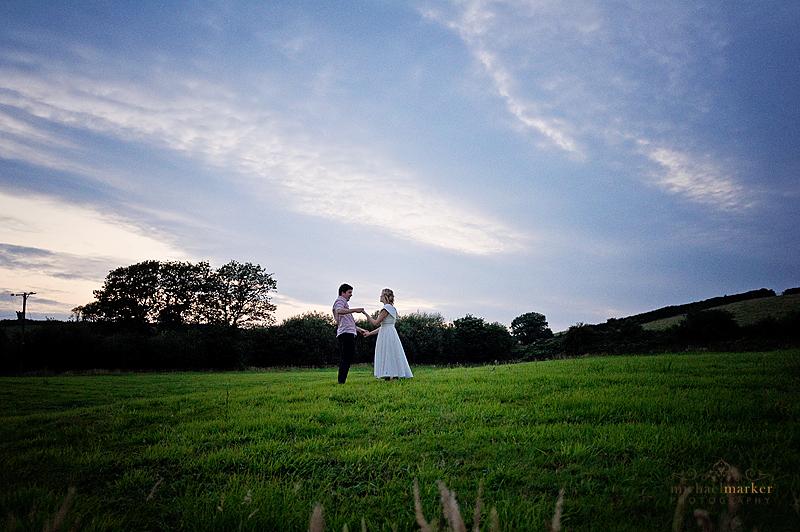 Totnes-farm-wedding-couple
