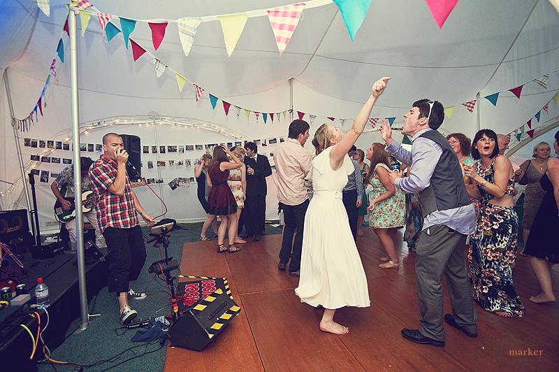 Wedding-dancing-to-band