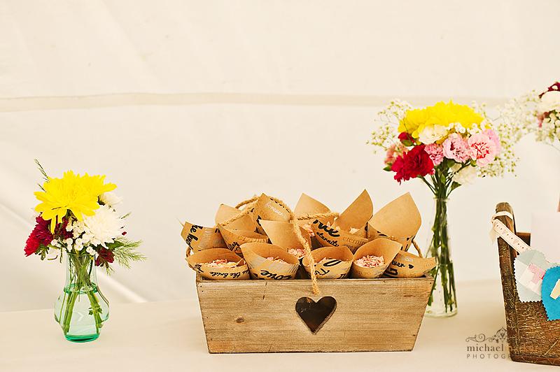 wedding-confetti-basket