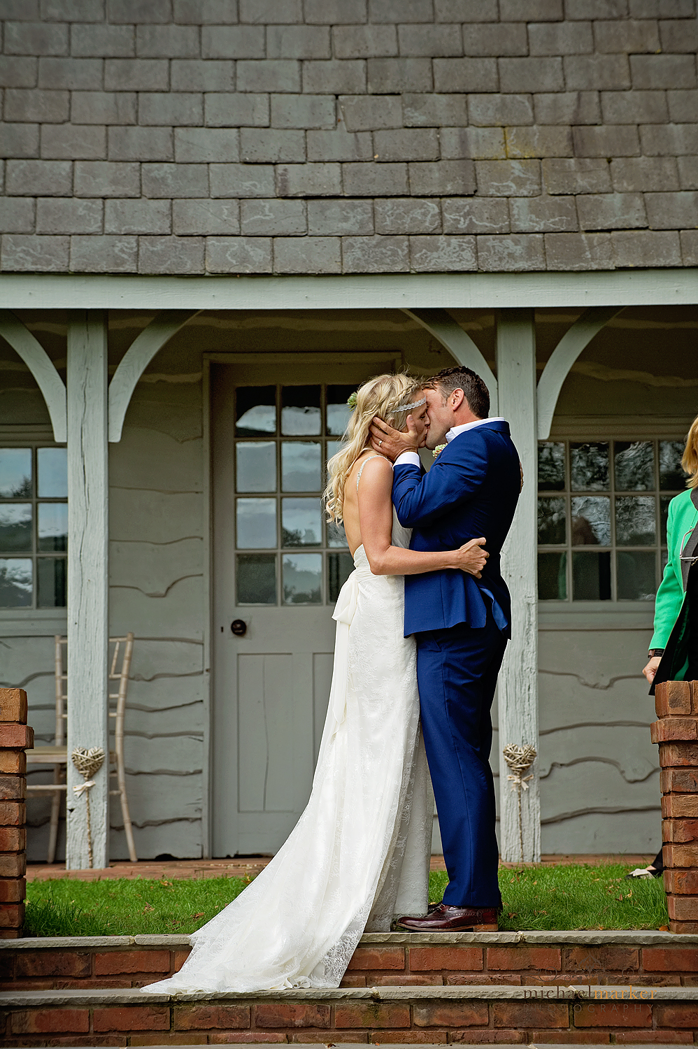 Bride and gtoom kissing at Deer Park wedding