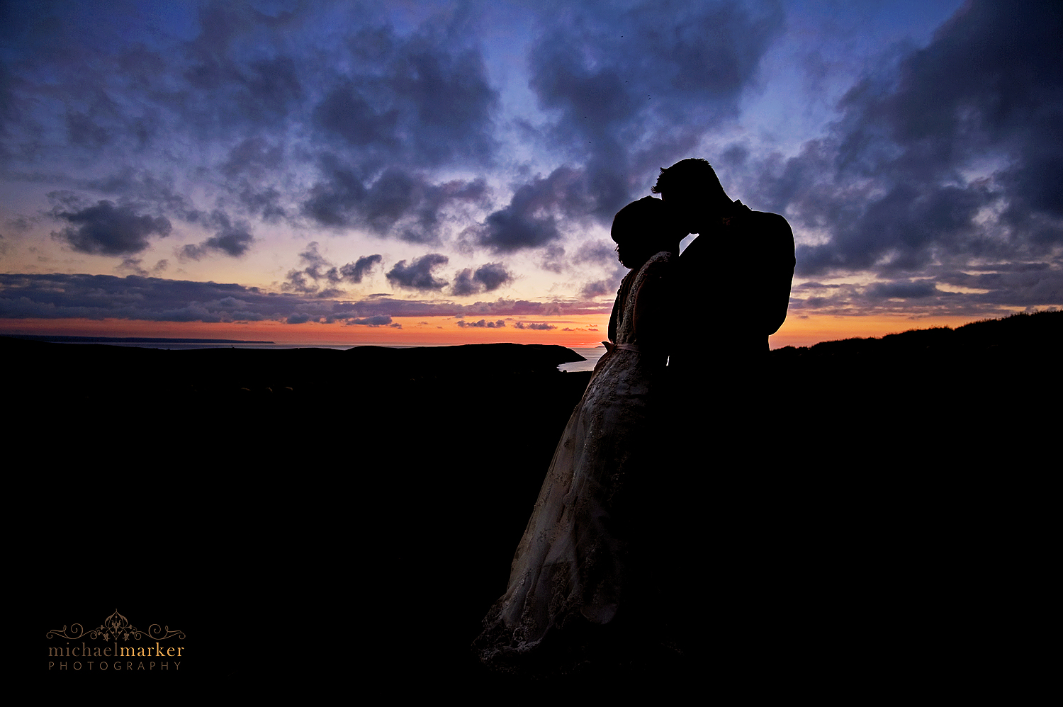 Puttsborough-wedding-sunset-kiss