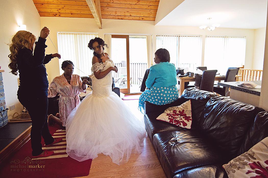 lacing-the-wedding-dress-cornwall