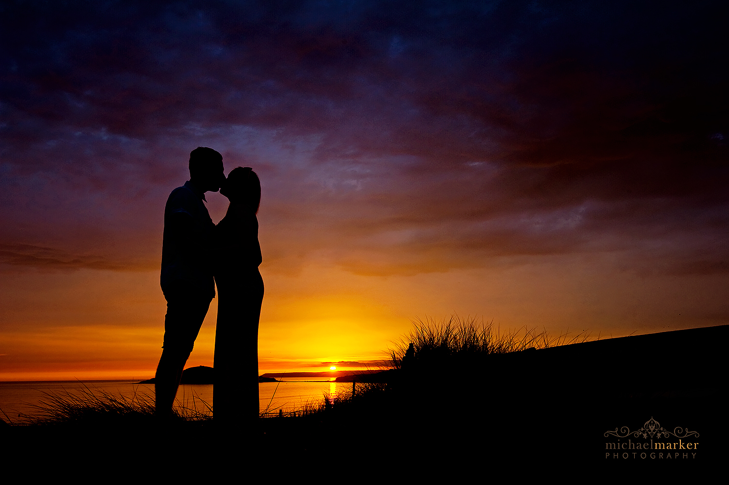 Bigbury engagement kiss in devon