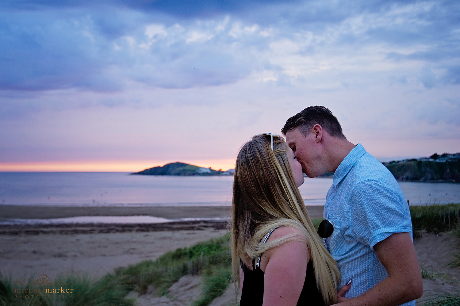 Bigbury beach summer engagement kiss
