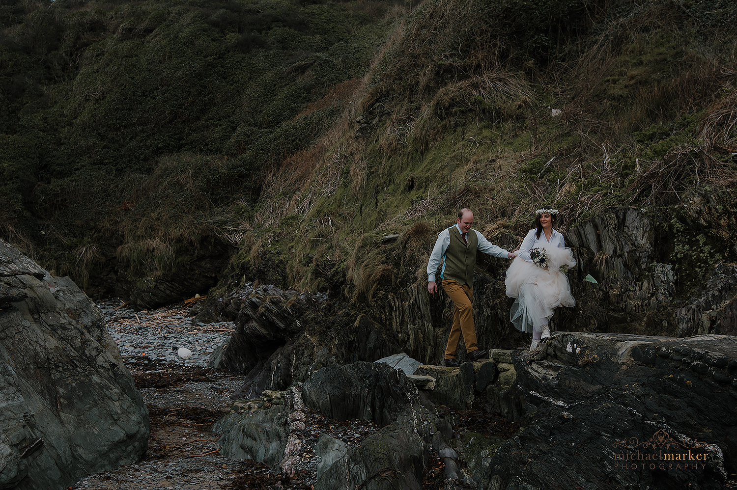 cornish-wedding-couple-at-polhawn-fort-near-tregantle