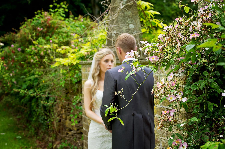 langdon-court-garden-wedding-couple