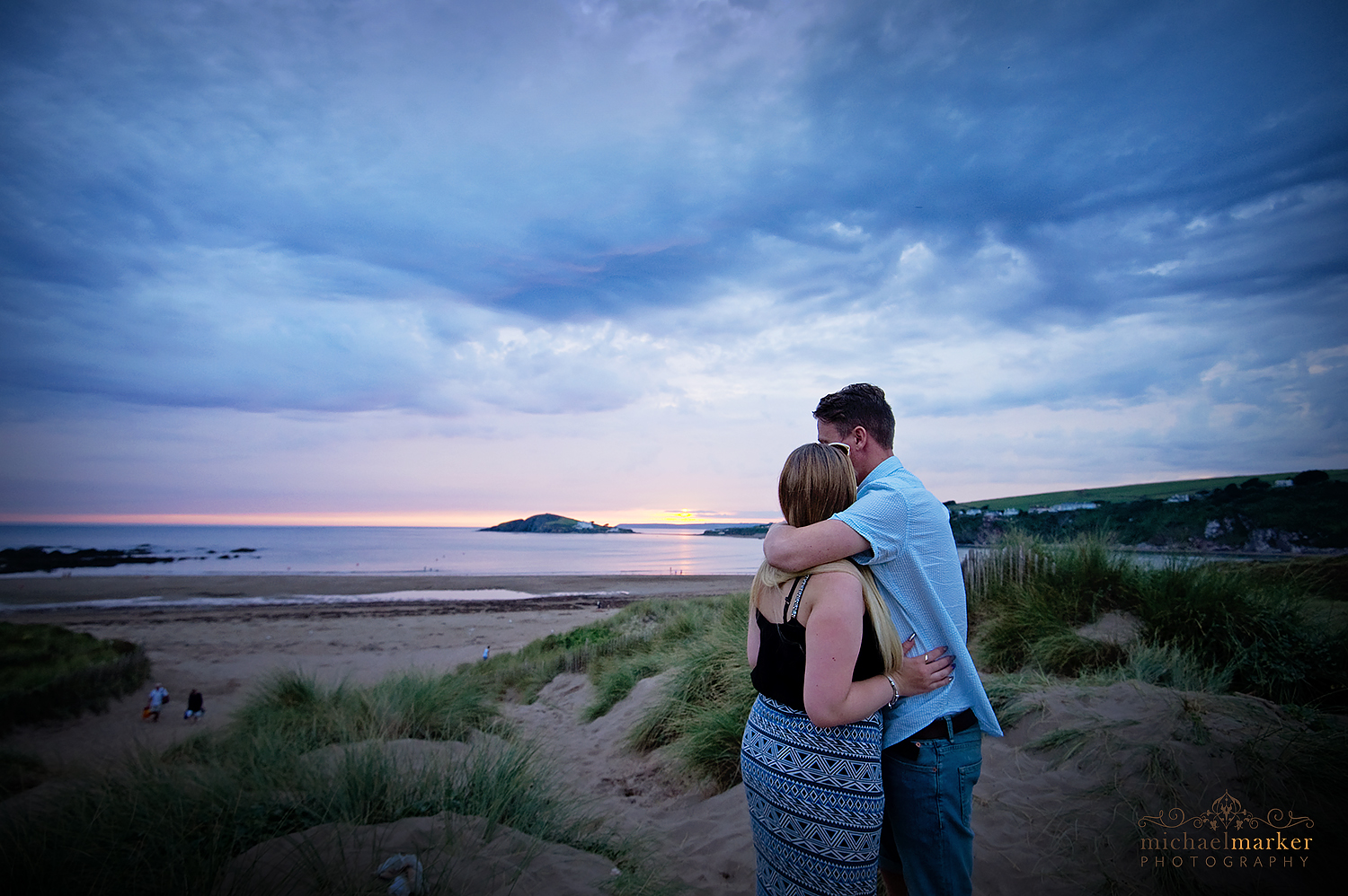 summer-beach-engagement-shoot