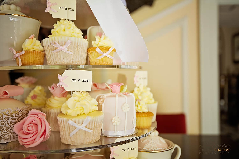 vintage wedding cup cakes Mr & Mrs