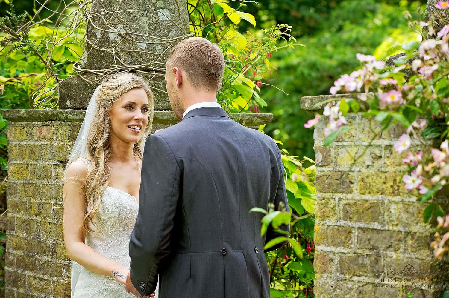 wedding-day-moment-in-th-egardens