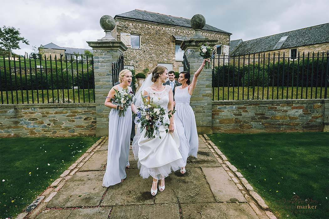 bride-and-bridesmaids-making-an-entrance-at-Shilstone
