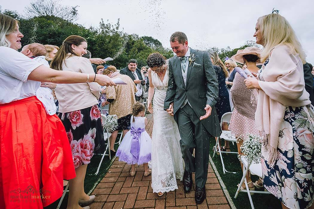throwing-lavender-confetti-outdoor-wedding
